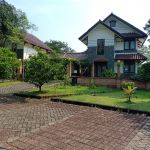 House like Villa with Front and Backyard, Bogor