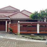 Rumah Asri dengan Halaman Luas di Kota Depok
