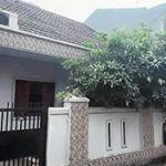 Rumah Tingkat dalam Kompleks Strategis di Pondok Bambu
