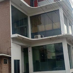 Gedung 3 Lantai di Kebon Jeruk