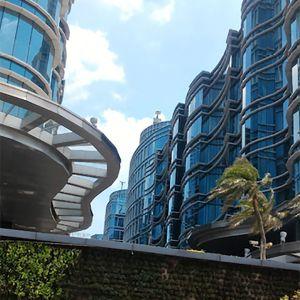Gedung 8 Lantai dalam Kompleks Perkantoran Landmark Pluit