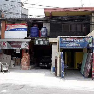 Rumah Komersial 2,5 Lantai, Pinggir Jalan di Kelapa Gading
