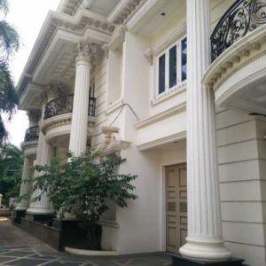 Rumah Mewah 3 Lantai di Ks. Tubun Slipi