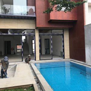 Rumah Mewah dengan Kolam Renang di Kebayoran Lama