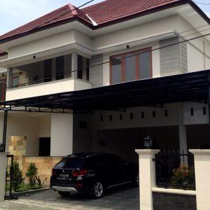 Rumah Mewah dengan Kolam Renang di Solo Baru