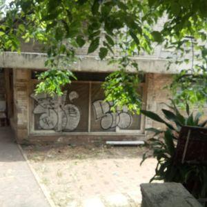 Rumah Tua Pinggir Jalan Utama di Kebayoran Baru