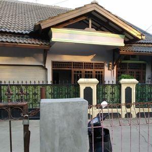 Rumah 1,5 Lantai di Condet